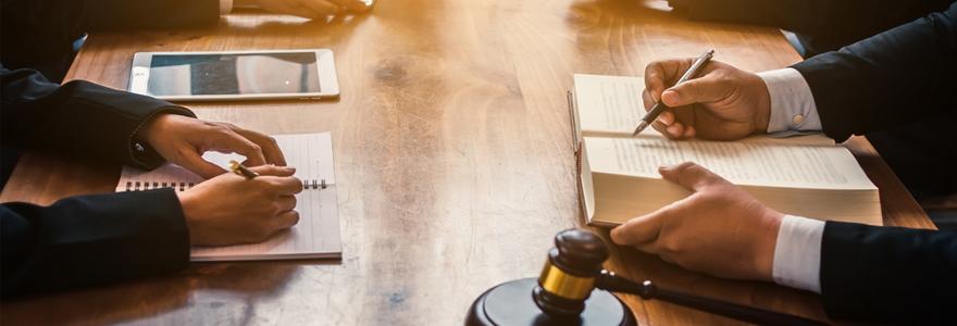 Un cabinet d'avocat